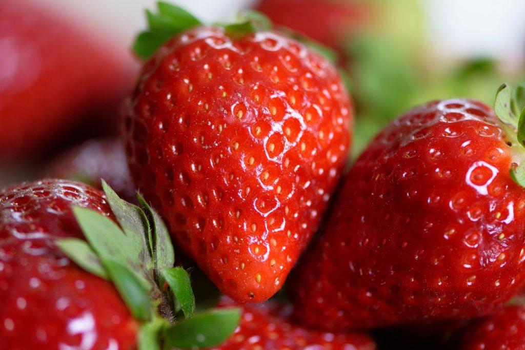 Te enseñamos cómo comprar fresas de calidad de Huelva ¡Toma nota! - Vaya Baya